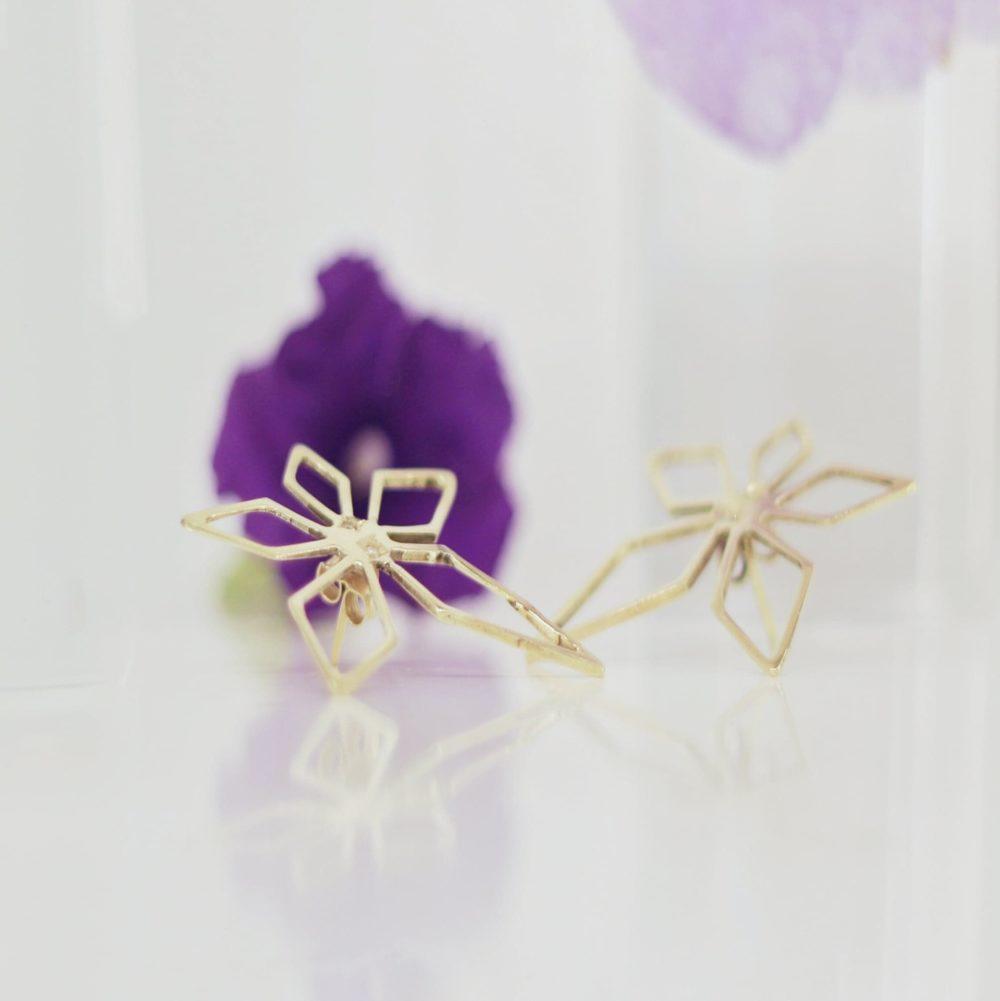 Jasmines 18k diamonds purple flower