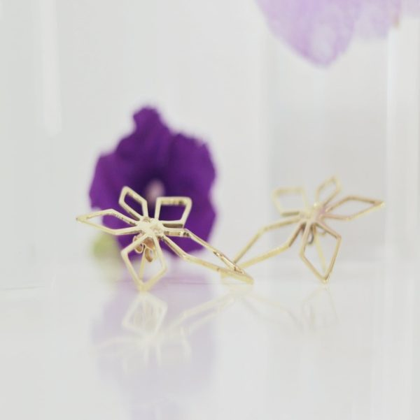 Jasmines 18k diamonds purple flower